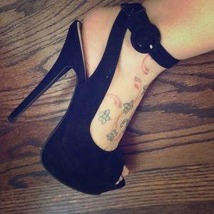 Black suede pinup style platform shoe